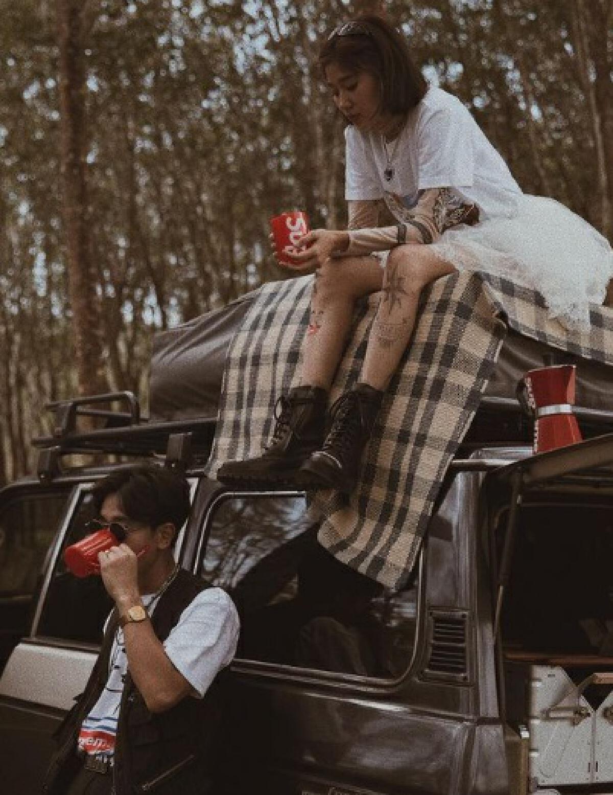 โทนี่-แก้ว โดนดราม่ายกเท้าพาดคอนโซล ไม่เคารพแม่ย่านางรถ