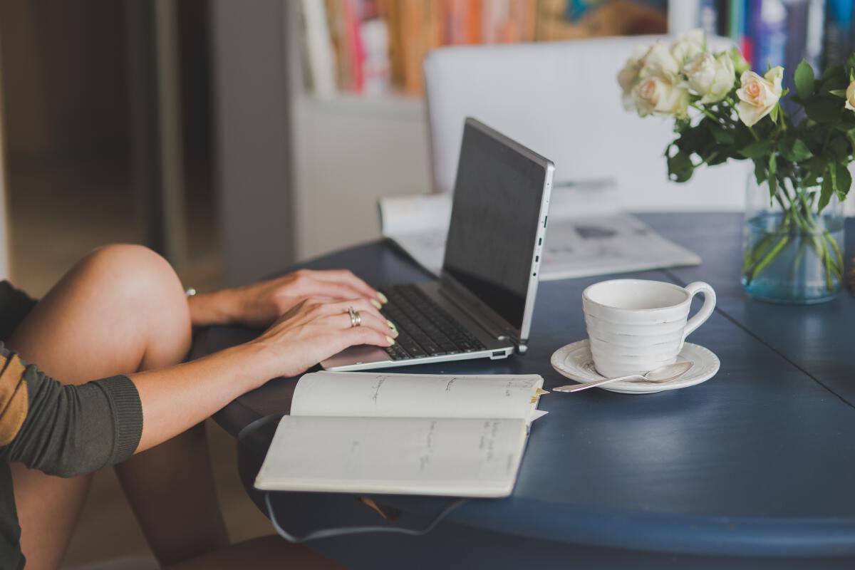 อยู่บ้านแบบไม่อ้วน เทคนิคดีๆช่วง WORK FROM HOME