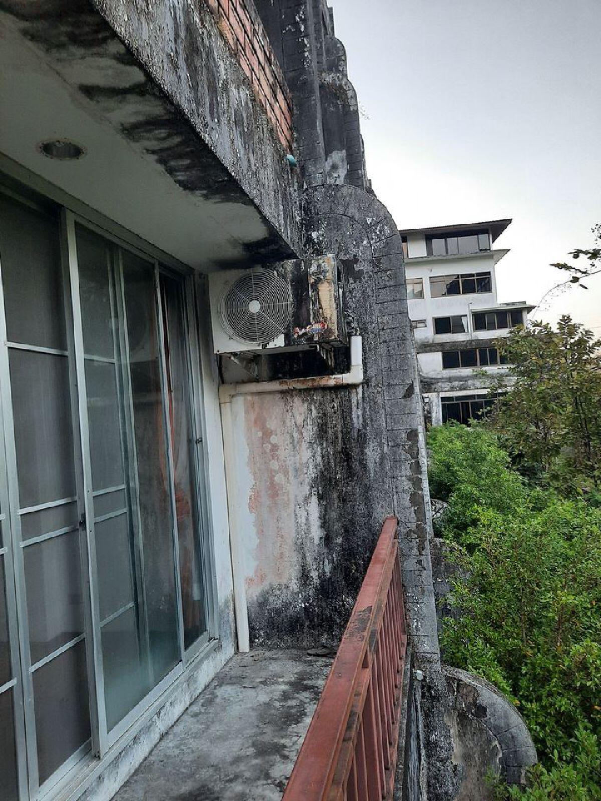 สยอง! หนุ่มรีวิวสถานที่กักตัววันแรก เหมือนตึกร้างไม่มีไฟ-ไม่มีน้ำใช้