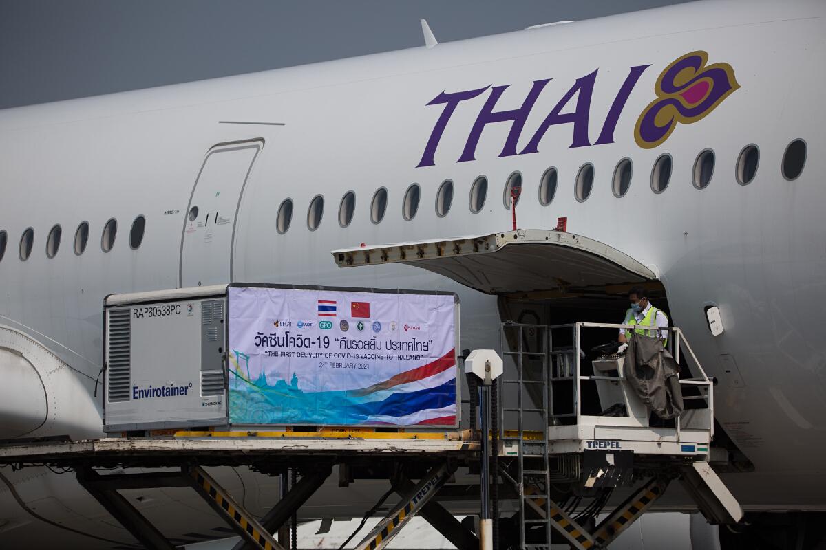 เครื่องบินของการบินไทย TG 675  ขนวัคซีนโควิด-19 ล็อตแรก