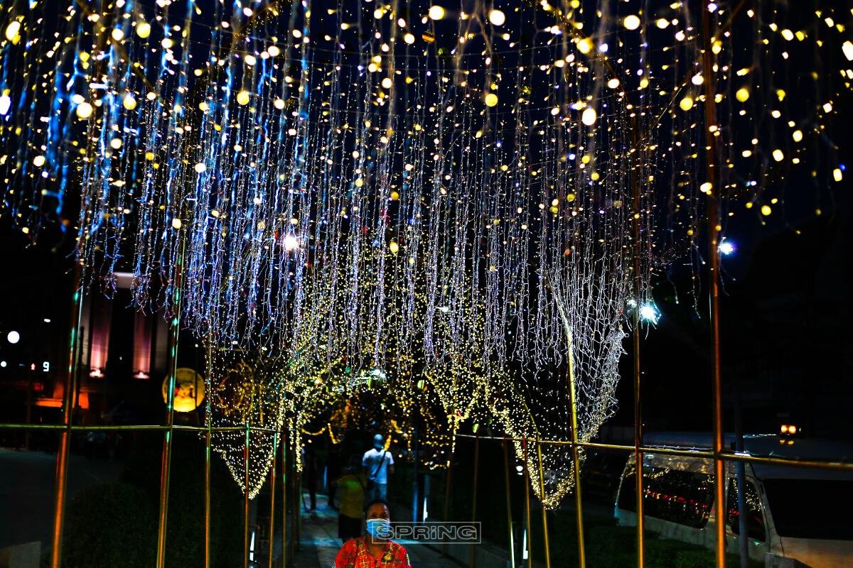 เที่ยวงานประดับไฟเทศกาลตรุษจีน ที่เยาวราช