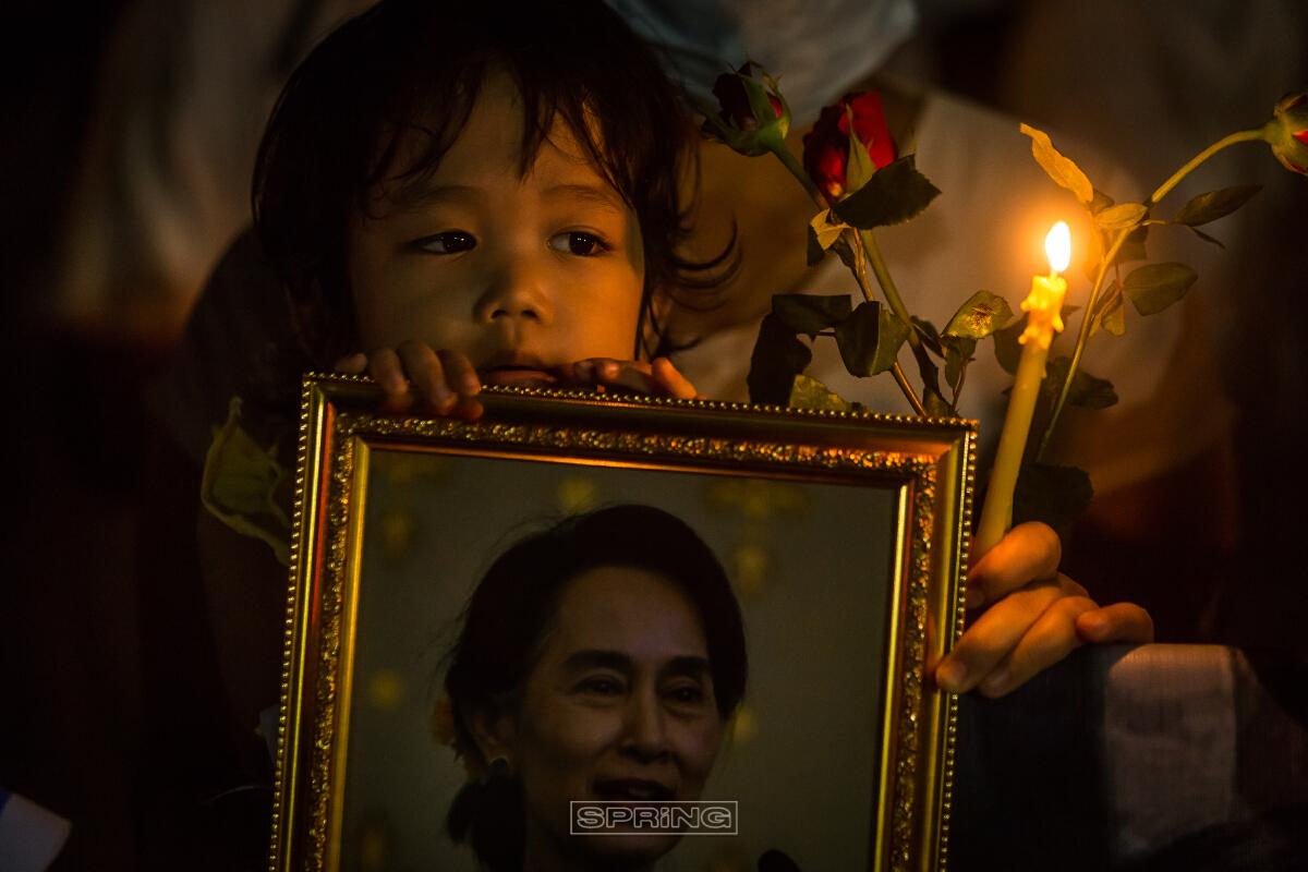 ชาวเมียนมาในไทย ไว้อาลัยผู้เสียชีวิต หน้า UN
