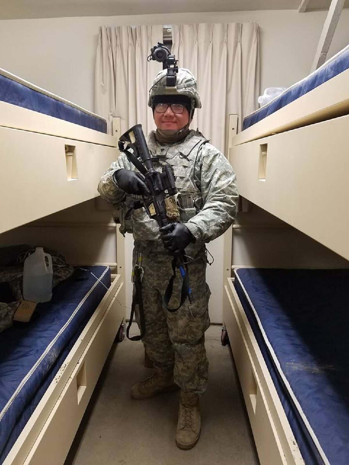 """หนุ่มเล่ากว่าจะเป็น ทหารสหรัฐฯ ให้กำลังใจเด็กไทย """"ฝันได้ ต้องไปให้ถึง"""""""