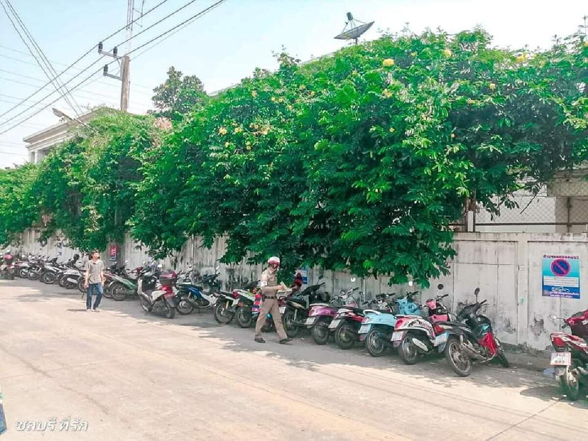 ตำรวจเอาจริง ยกมอเตอร์ไซค์กว่าครึ่งร้อย ไปไว้สน. หลังเจ้าของจอดริมถนน