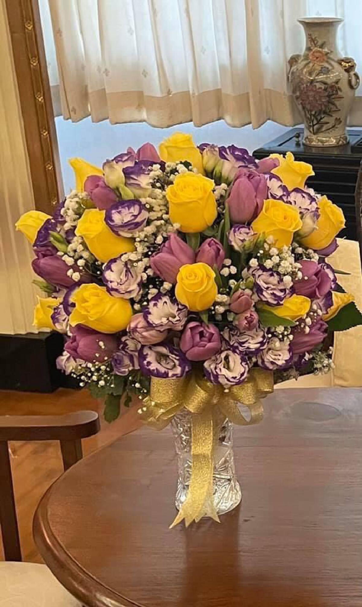 ในหลวง-พระราชินี พระราชทานแจกันดอกไม้และกระเช้าเยี่ยม อาต้อย เศรษฐา