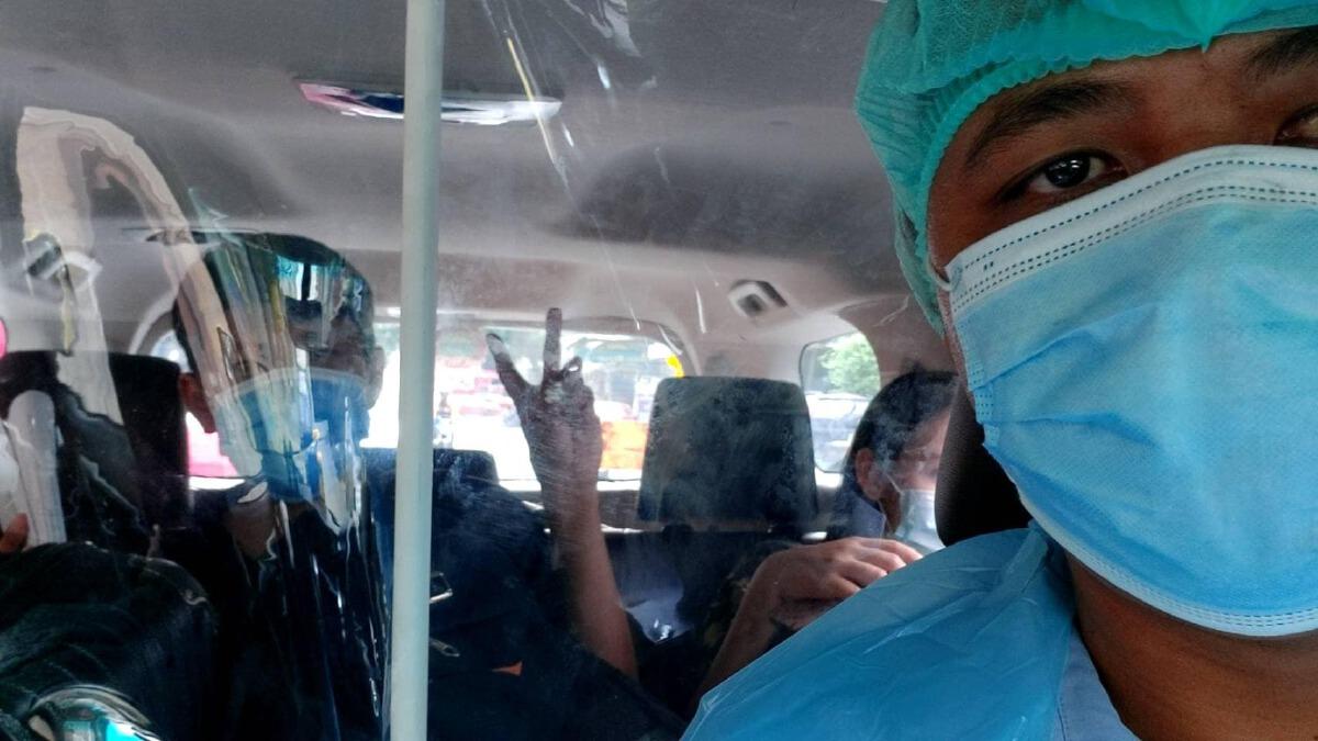 โซเชียลชื่นชม กลุ่มแท็กซี่รับ-ส่งผู้ป่วยโควิดฟรี บรรเทาปัญหาให้แก่สังคม
