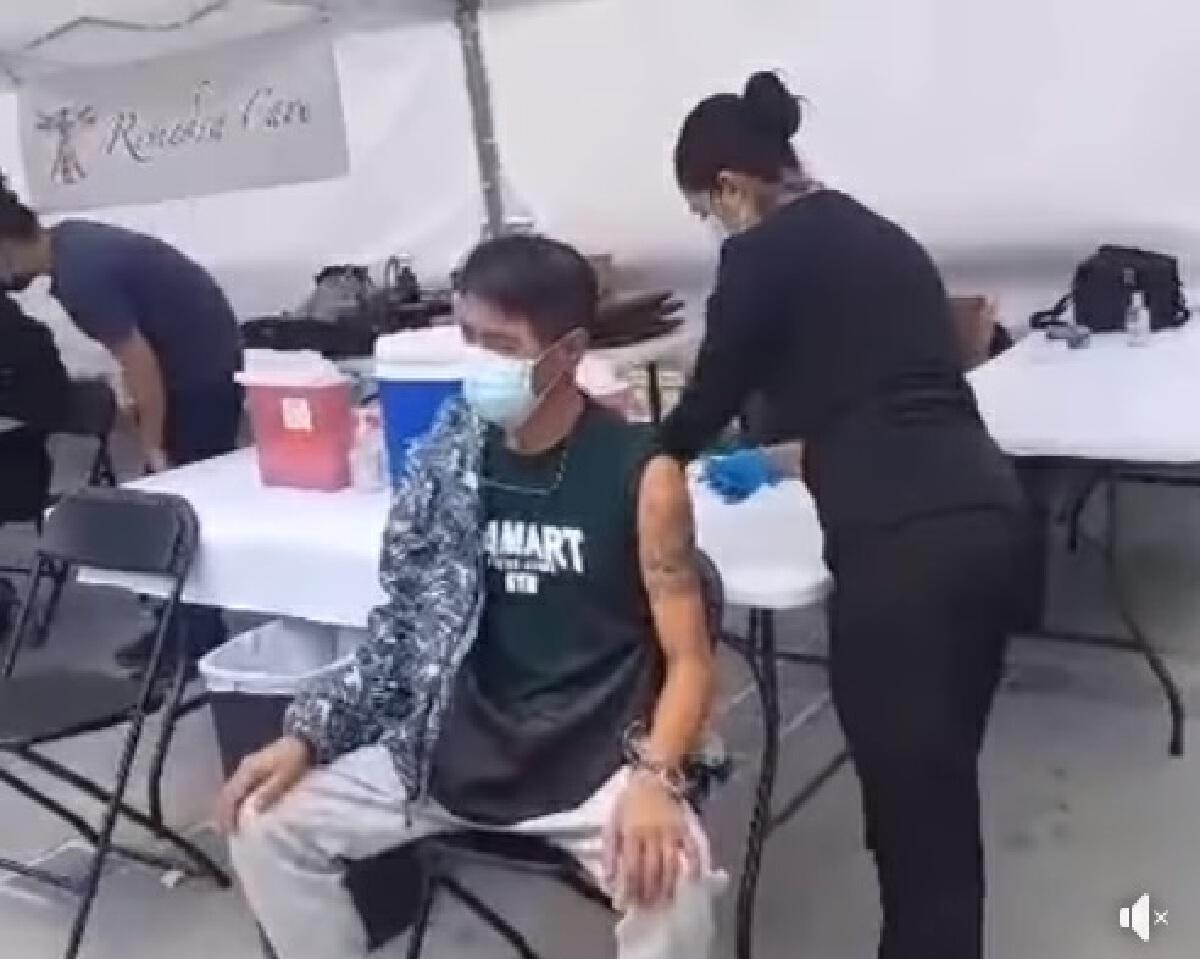 สามารถ พยัคฆ์อรุณ ฉีดวัคซีนไฟเซอร์ หลังไปงานรับปริญญาลูกชายที่อเมริกา