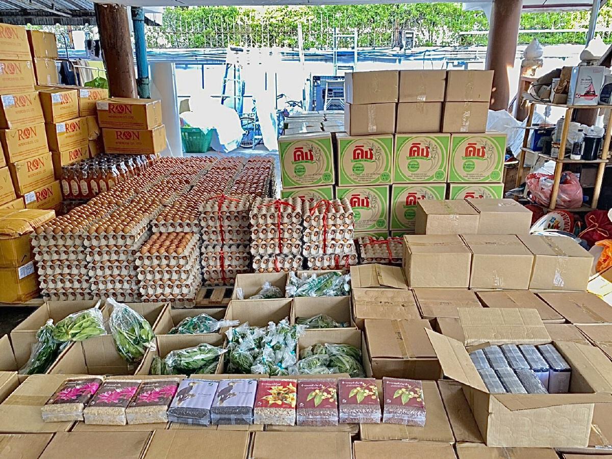 ตั๊ก บงกช ช่วยโควิด ส่งข้าวสาร-อาหารช่วยผู้เดือดร้อนในชุมชนคลองเตย