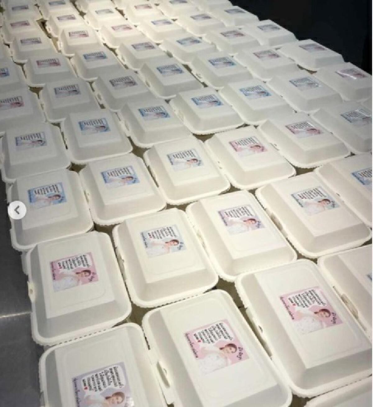 มิว นิษฐา น้ำใจงาม ส่งข้าวหน้าไก่ไข่ข้นให้โรงพยาบาล 200 กล่อง