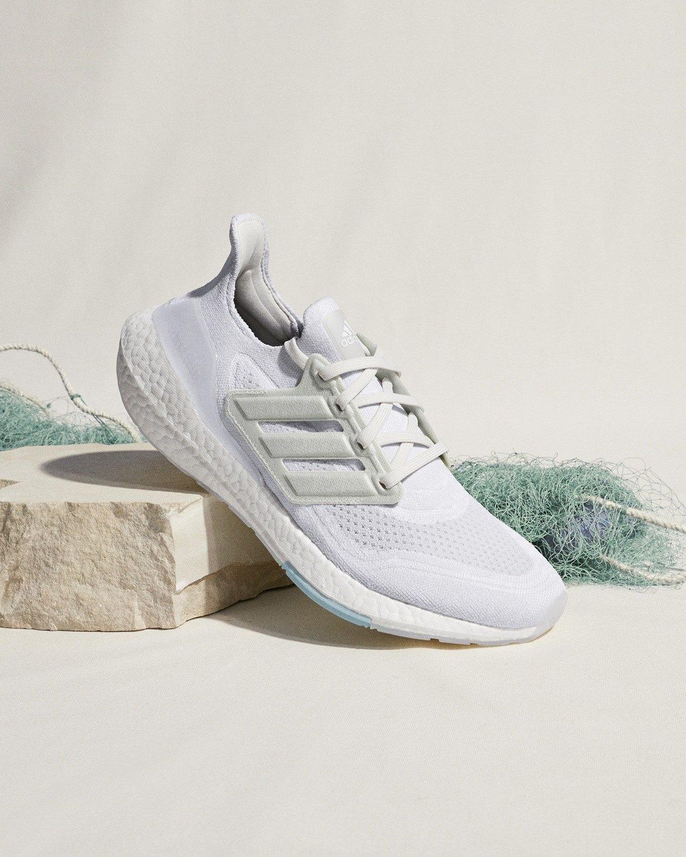 ส่องรองเท้ากีฬาสุดคูลในซีซั่นนี้ แมทช์ง่ายไม่ว่าสายสตรีทหรือสายสปอร์ต