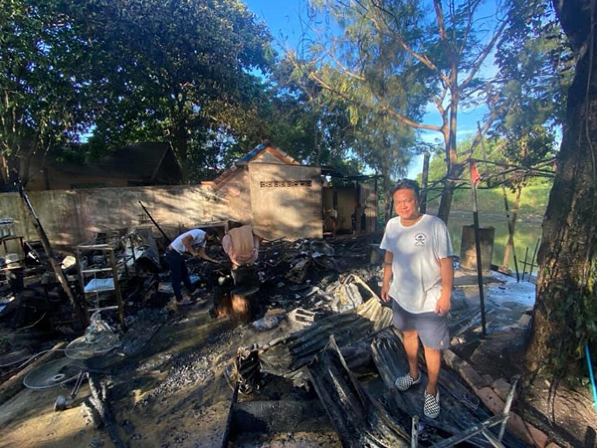 เจี๊ยบ เชิญยิ้ม ขำไม่ออก! ไฟไหม้กระท่อมบ้านสวน โชคดีที่ทุกคนปลอดภัย