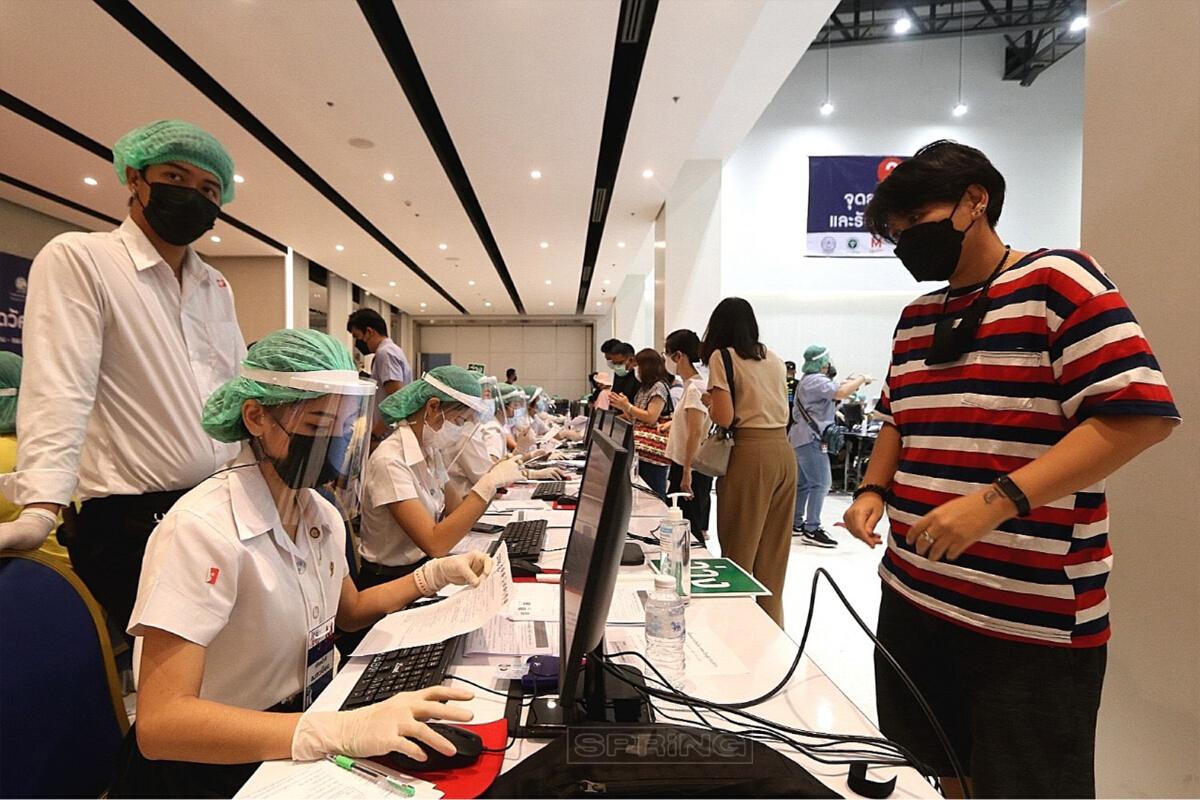 The Mall งามวงศ์วาน ปูพรมฉีดวัคซีนโควิด-19 ให้ชาวนนทบุรี ผ่านระบบ นนท์พร้อม