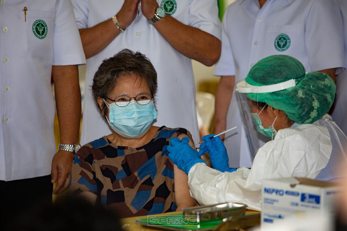 สธ. ประเดิมฉีดวัคซีนแอสตร้าเซนเนก้า ล๊อตแรกที่ผลิตในประเทศไทย