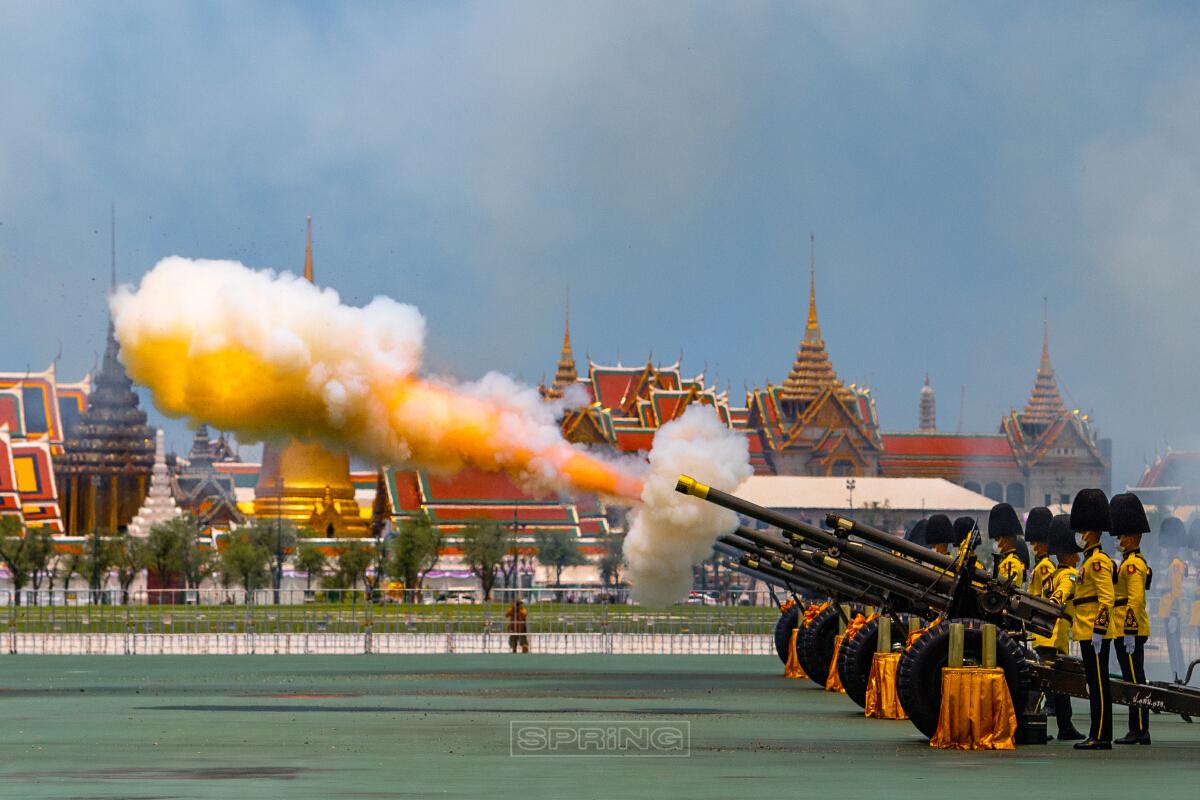 ยิงสลุตหลวง จำนวน 21 นัด วันเฉลิมพระเกียรติสมเด็จ  พระบรมราชินี
