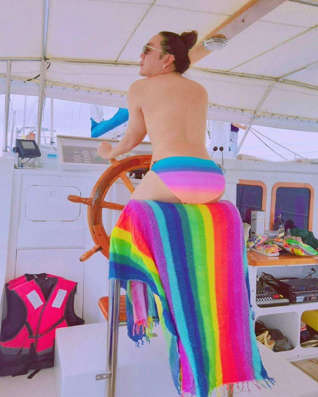 โก้ ธีรศักดิ์ สวมกางเกงในตัวจิ๋ว อวดหุ่น ฉลองเดือน  Pride Month