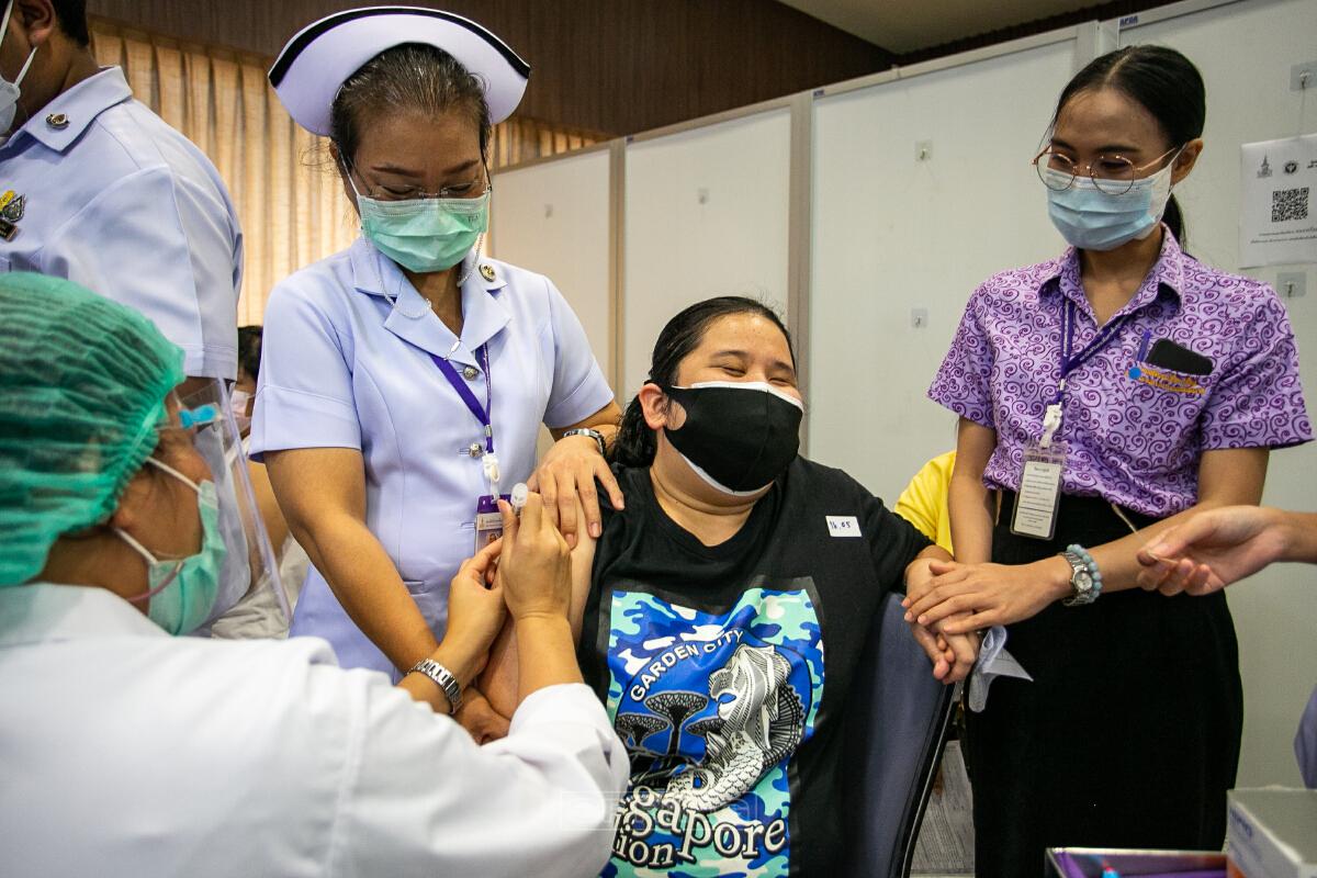 สธ.ฉีดวัคซีนโควิด 19 ให้กลุ่มเปราะบาง คนพิการทางการเห็น ในกทม.และปริมณฑล