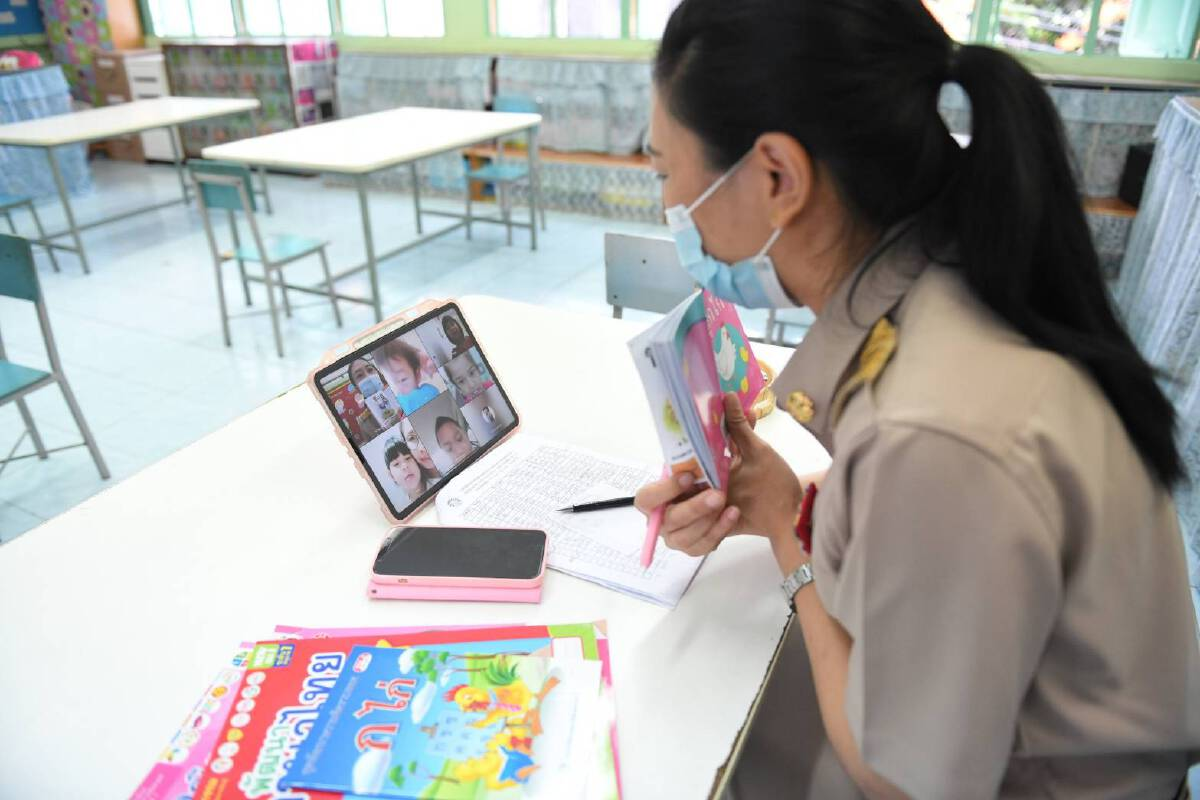 รร.กทม. 437 แห่ง เปิดเทอมใหญ่วันแรก จัดการเรียนการสอนแบบออนไลน์
