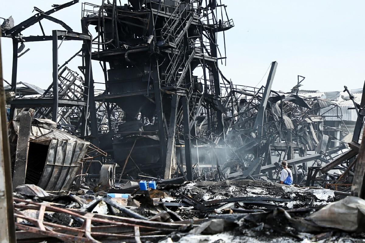 เหตุไฟไหม้โรงงาน ย่านกิ่งแก้ว ยังอยู่ระหว่างการตรวจสอบสาเหตุ