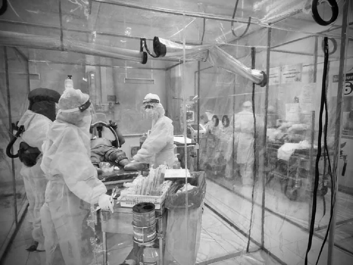 สุดหดหู่ เพจโรงพยาบาลโพสต์ภาพ เหล่าบุคลากรแพทย์ รับมือสถานการณ์ คนไข้ล้น