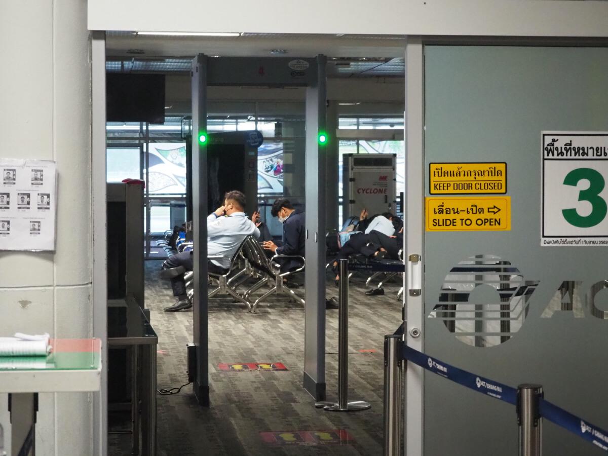 """ภาพประวัติศาสตร์! """"สนามบินเชียงใหม่"""" ไร้ผู้โดยสาร บรรยากาศสุดเงียบเหงา"""