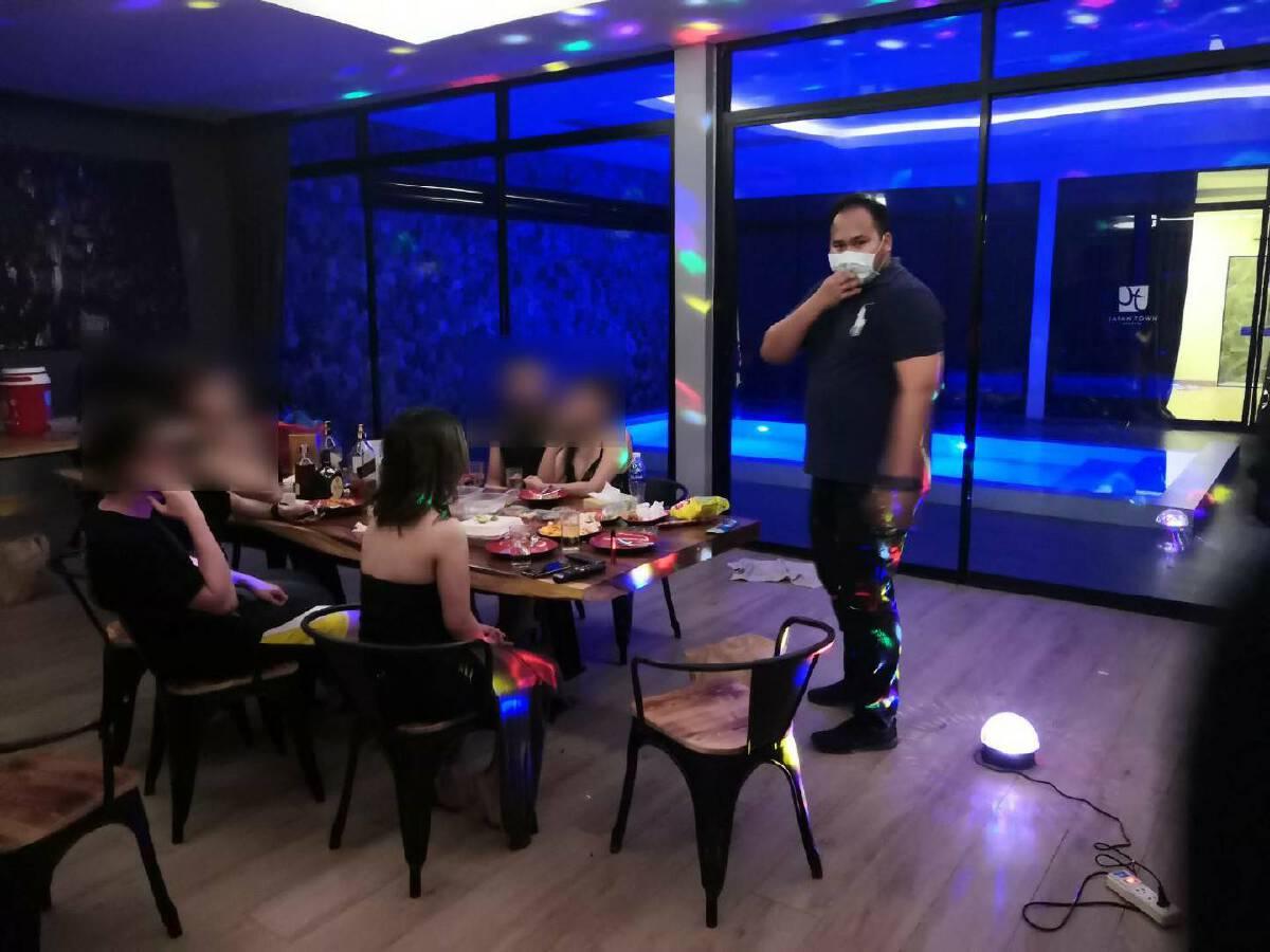 ตำรวจรวบแก๊งปาร์ตี้วันเกิด โรงแรมย่านเลียบด่วนรามอินทรา ไม่สนเคอร์ฟิว