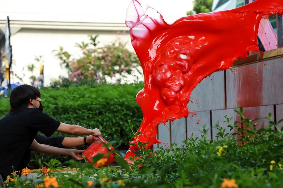 สาดสีที่ คิงเพาเวอร์ ซอยรางน้ำ