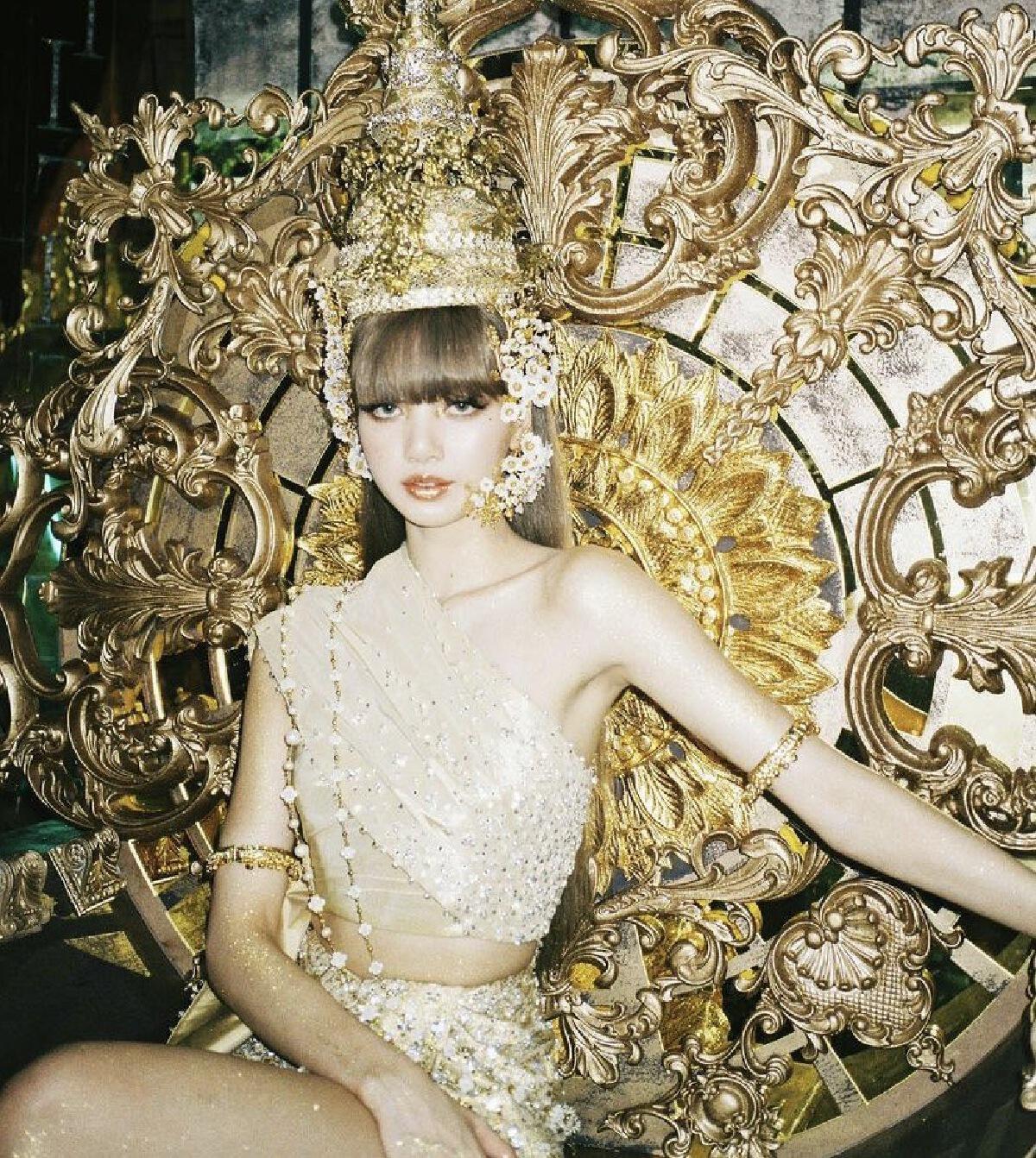 ลิซ่า BLACKPINK สร้างปรากฏการณ์ สวมผ้าไหม สะท้อนเอกลักษณ์ความเป็นไทย