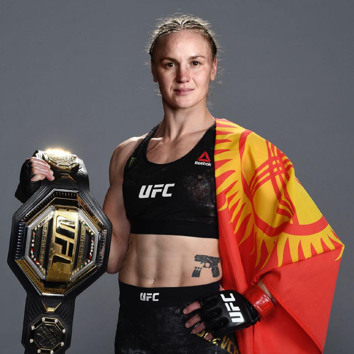 วาเลนติน่า เชฟเชนโก้ กับเข็มขัดแชมป์โลก UFC