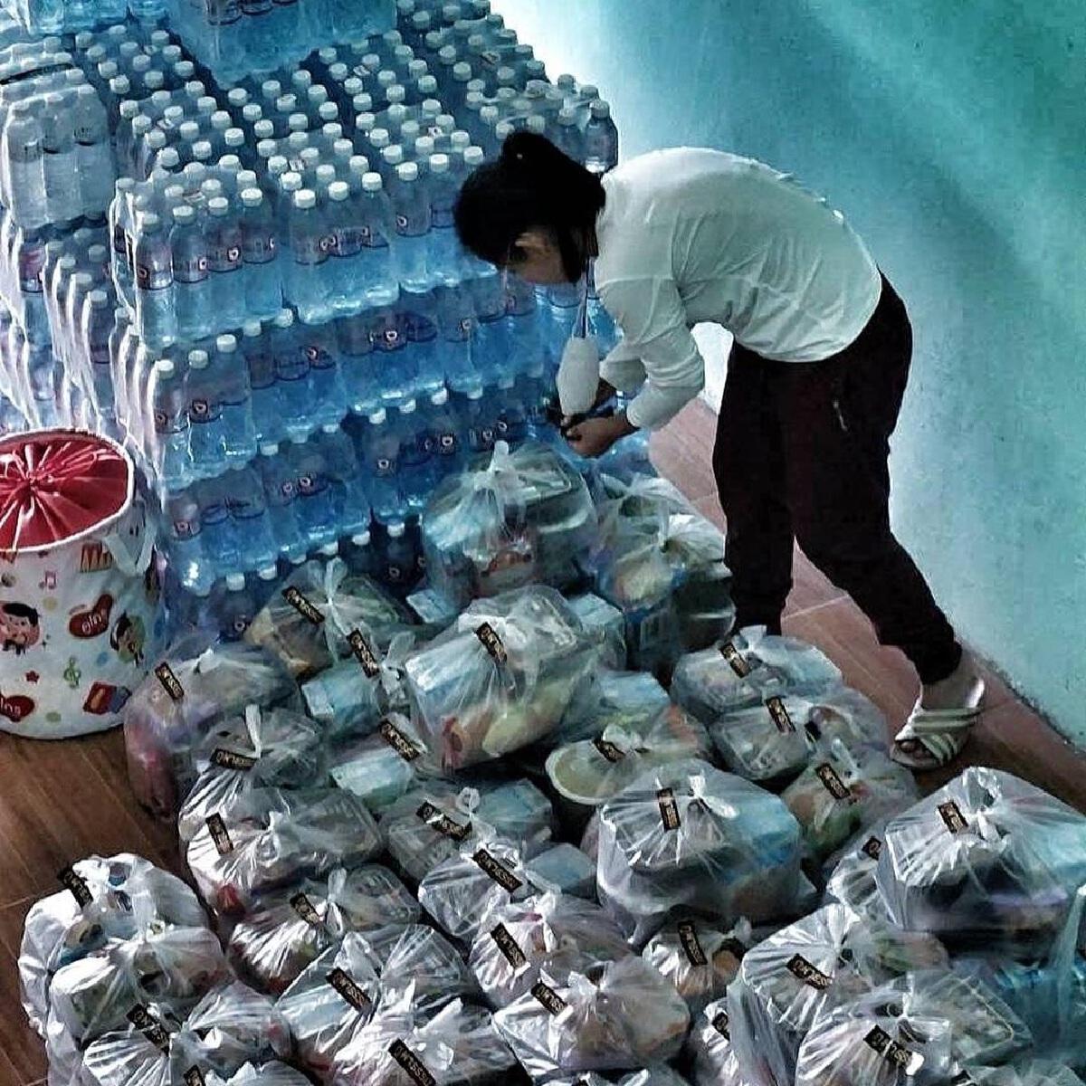 ปาน ธนพร เป็นสะพานบุญ ช่วยเหลือชาวลพบุรี ส่งถุงยังชีพ 60 ครัวเรือน