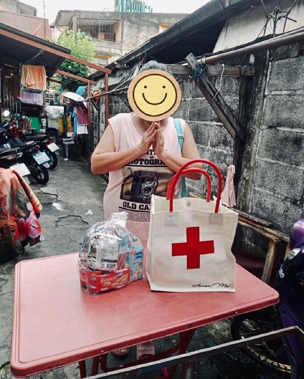 เอมมี่ มรกต จัดทำถุงยาพิเศษ มอบให้ผู้ป่วยโควิด-19 ที่รักษาตัวอยู่ที่บ้าน