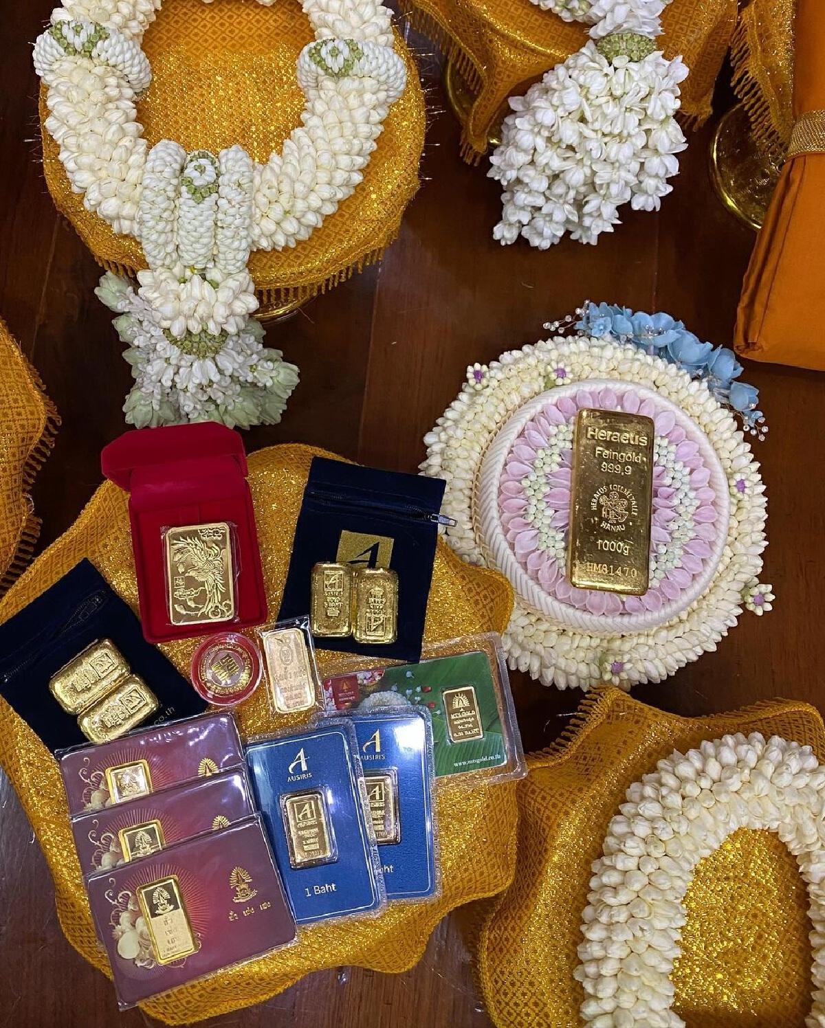 เบลล่า ราณี ทำบุญใหญ่ ถวายทองคำ 103.35 บาท หุ้มปลียอดพระธาตุเชิงชุม จ.สกลนคร