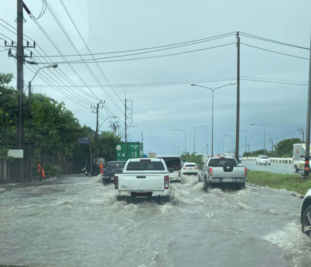 กทม.-ปริมณฑลหลายพื้นที่น้ำท่วมขังหลังฝนกระหน่ำ สมุทรปราการอ่วม