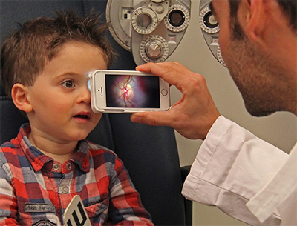 เครื่องมือถ่ายภาพขั้วประสาทตาและจุดรับภาพ ด้วยสมาร์ทโฟน
