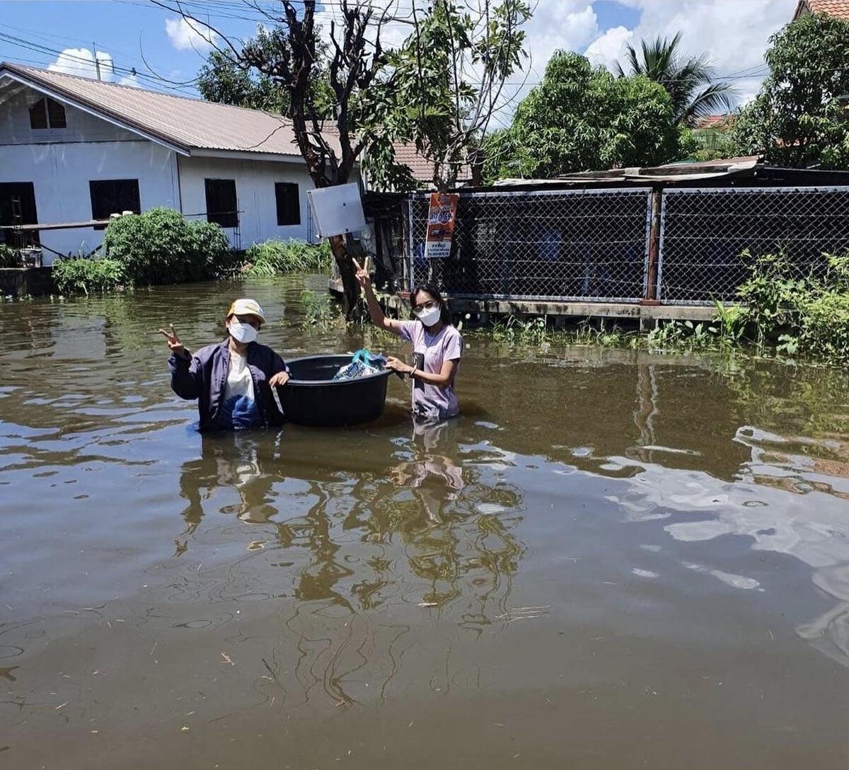 เมย์ บัณฑิตา ลุยน้ำท่วมช่วยผู้ประสบภัย จ.ชัยภูมิ บ้านเกิดตัวเอง