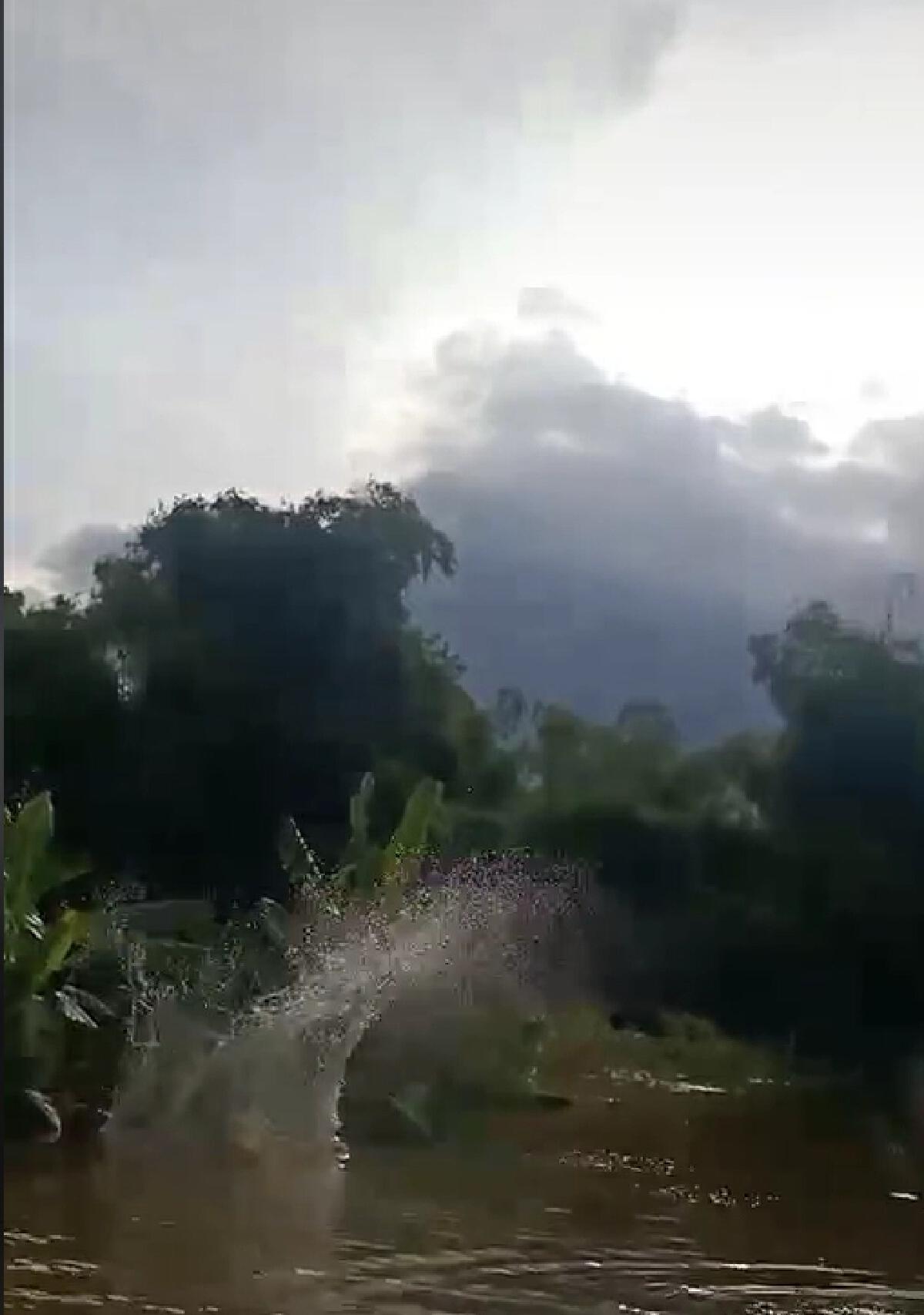 คลิปโซเชียล น้ำใจคนไทย มิติใหม่!โดดร่มช่วยส่งอาหารให้ผู้ประสบภัยน้ำท่วม