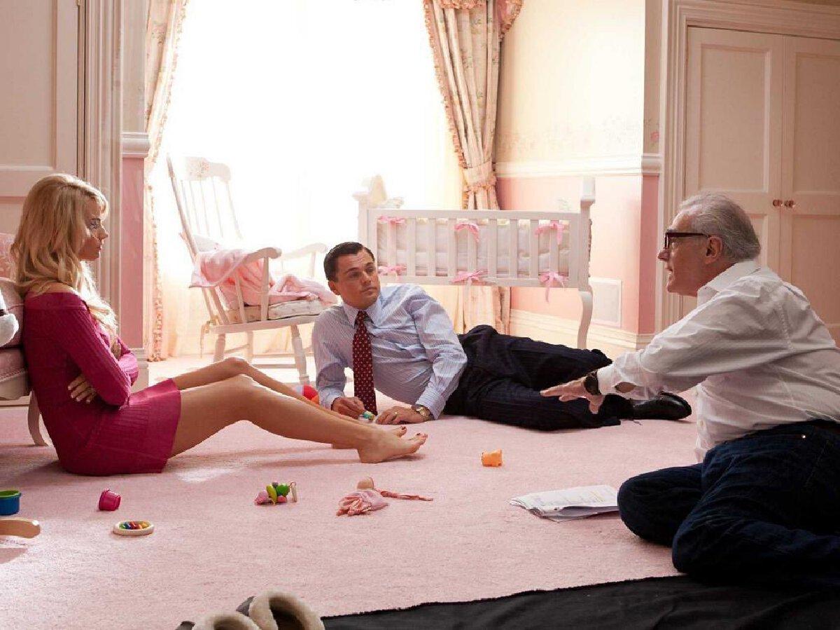 มาร์โกต์ ร็อบบี้ ,  ลีโอนาร์โด้ ดิคาปริโอ และ มาร์ติน สกอร์เซซี่ ระหว่างการถ่ายทำ The Wolf of Wall Street