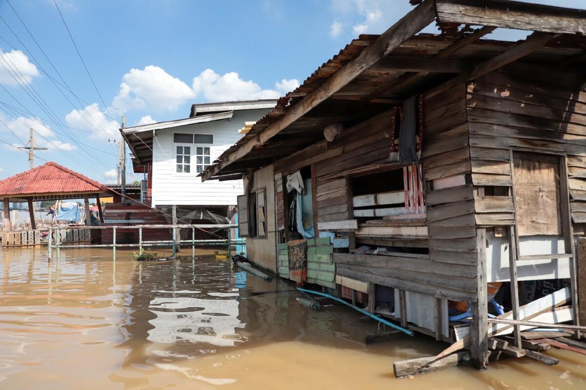 น้ำเริ่มลดหลายคนก็เร่งซื้ออุปกรณ์ซ่อมบ้าน