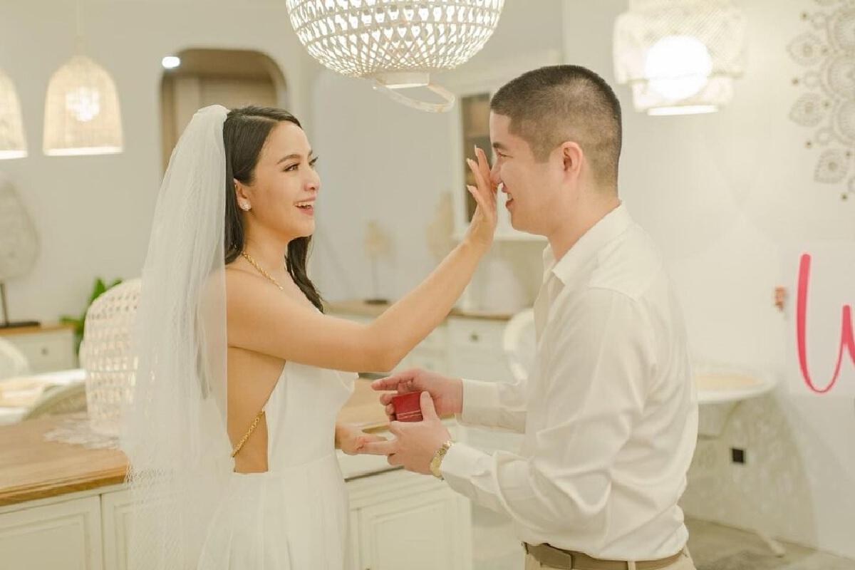 มะปราง วิรากานต์ สละโสดแล้ว! ถูกแฟนหนุ่มคุกเข่าขอแต่งงาน