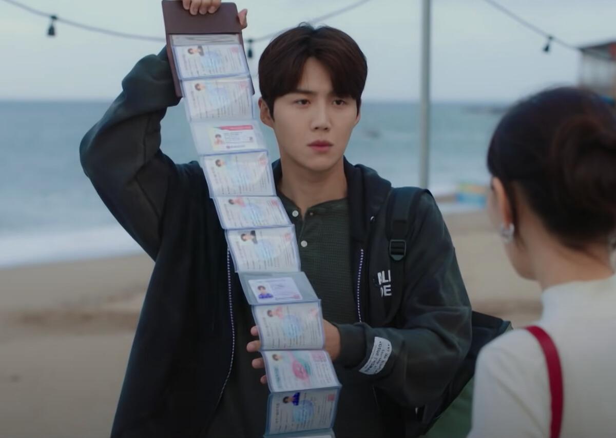 หัวหน้าฮง, ฮงดูชิก (รับบทโดย คิมซอนโฮ)