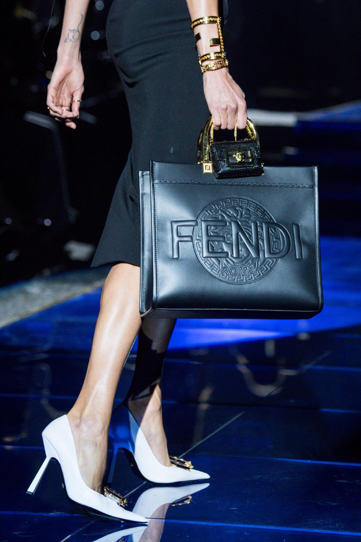 Fendi และ Versace สลับดีไซเนอร์! นี่ไม่ใช่งานคอลแลบ แต่เป็นการร่วมกันครีเอต