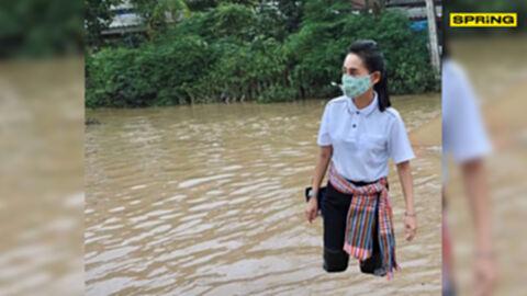"""สำนักงานรัฐมนตรี ศธ. แจงภาพ รมช.ศึกษาฯ ลงพื้นที่น้ำท่วม เจอแซวยับ """"ขาลอย"""""""