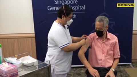 ลี เซียนลุง นายกรัฐมนตรีสิงคโปร์ รับวัคซีนโควิด-19 เข็มสาม เป็นบูสเตอร์
