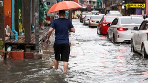 """เช็กเลย! พื้นที่เสี่ยงภัยวันพรุ่งนี้ """"ฝนตกหนักมาก"""" มีจังหวัดไหนบ้าง"""
